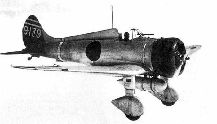 Истребитель A5M 'Мицубиси' в полете