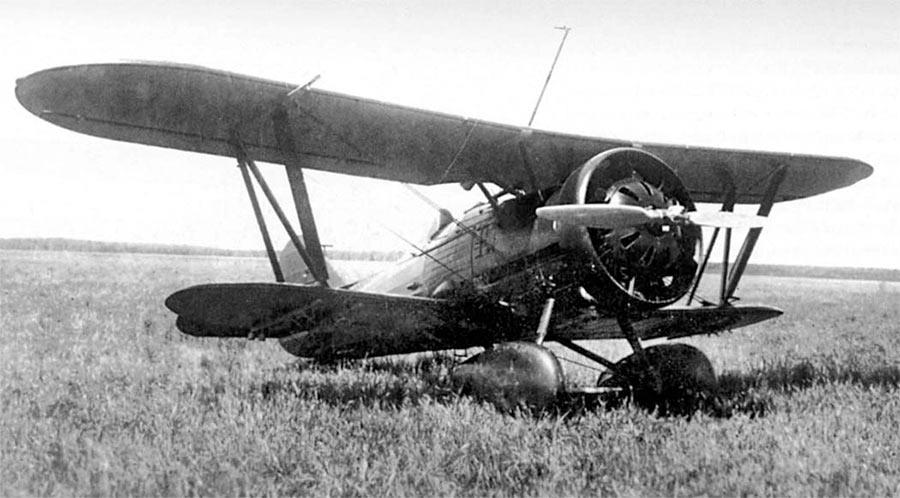 Истребитель И-5 поздних выпусков - двигатель закрыт кольцевым капотом Тауненда, на шасси аэродинамические поплавки