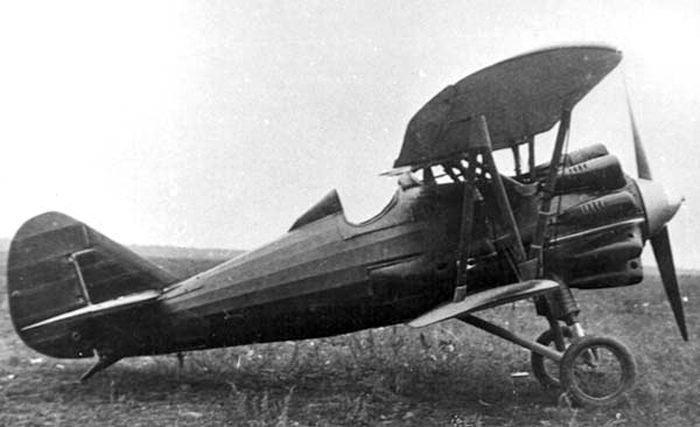 Истребитель И-5 ранних выпусков, обратите внимание на капот - каждый цилиндр двигателя имеет собственный капот