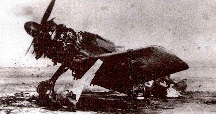 «Фокке-вульф»-190 сгоревший во врем авианалета.