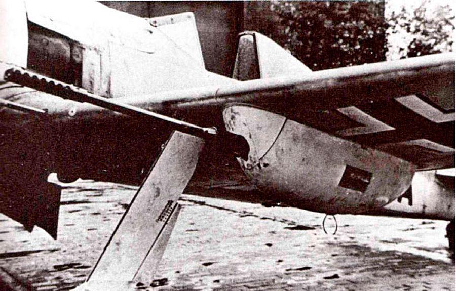 Подвесная авиационная пушка MK-103 на истребителе FW-190A5. Пушка имела калибр 30-мм и считалась лучшей немецкой авиапушкой того времени.
