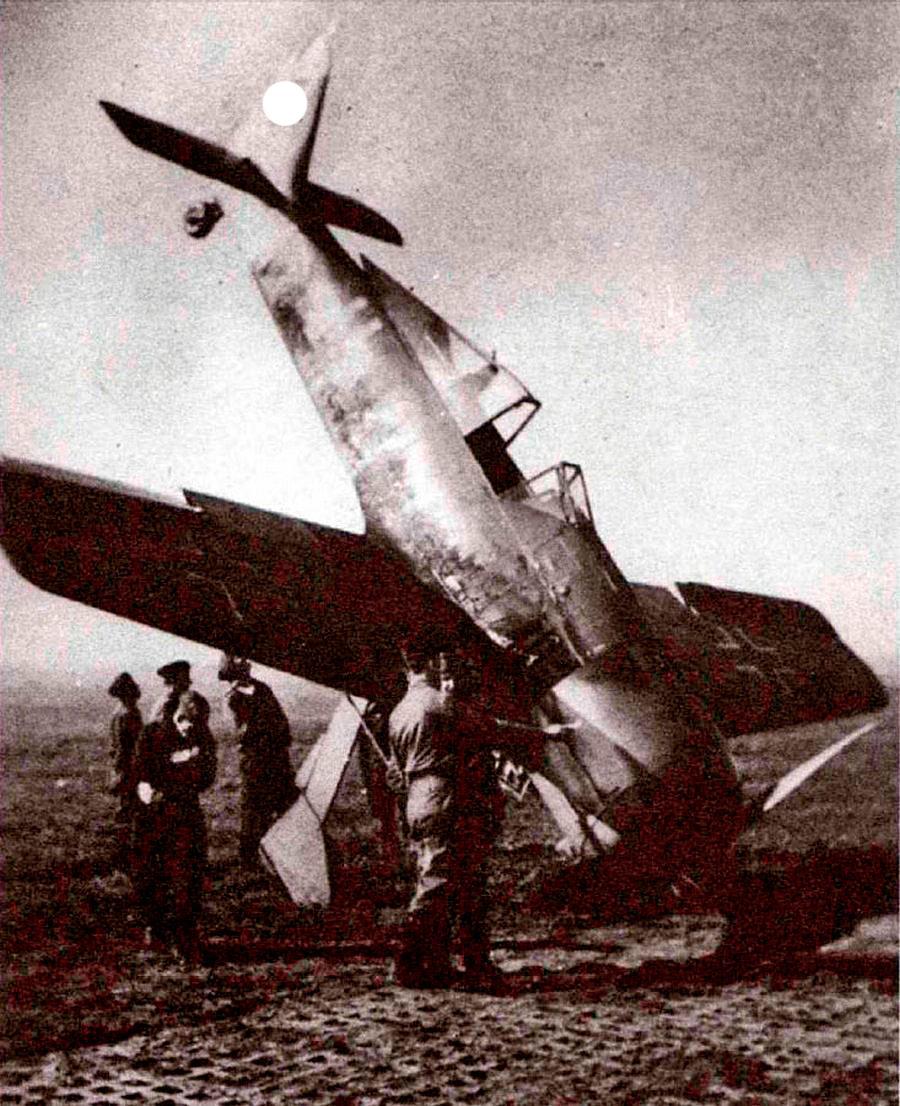 FW-190 скапотировавший при посадке.