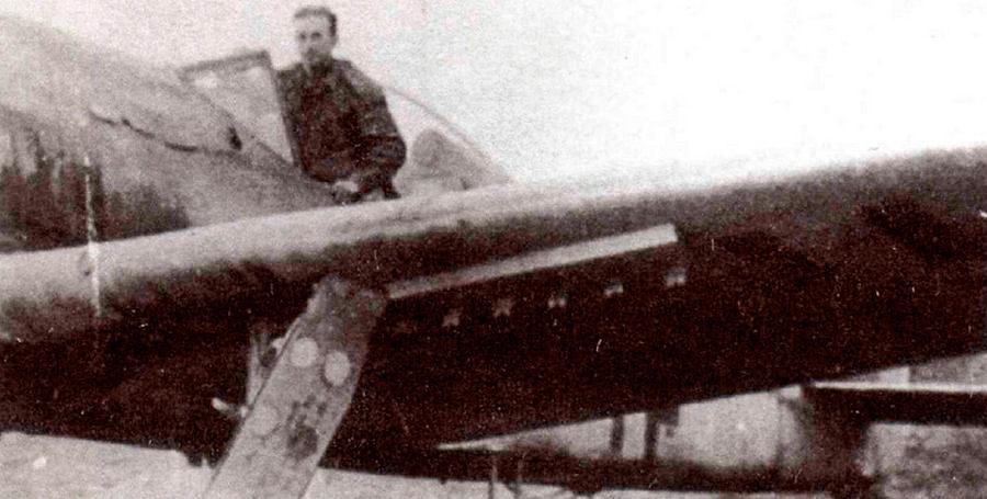 FW-190F-8 (штурмовик) с направляющими для реактивных снарядов Панцерблиц калибром 80-мм. Противотанковый <a href='https://arsenal-info.ru/b/book/2633435995/28' target='_self'>реактивный снаряд</a> приспособленный немцами для нужд авиации.