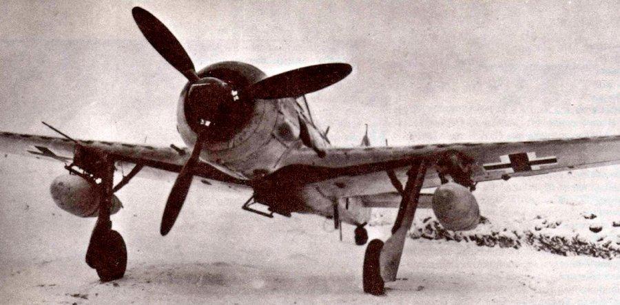 FW-190G-2 - уже не истребитель, но <a href='https://arsenal-info.ru/b/book/1324344198/31' target='_self'>истребитель-бомбардировщик</a>.