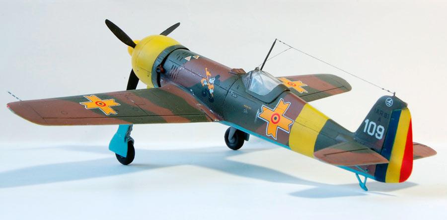 Модель румынского истребителя IAR-80
