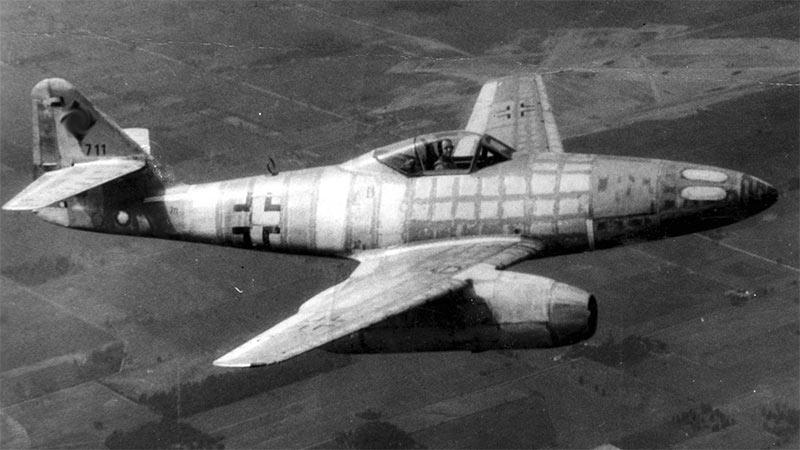 Истребитель Me-262 в полете