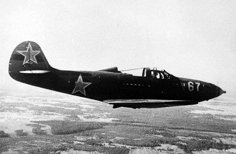 Истребитель P-39 'Аэрокобра' в советской раскраске