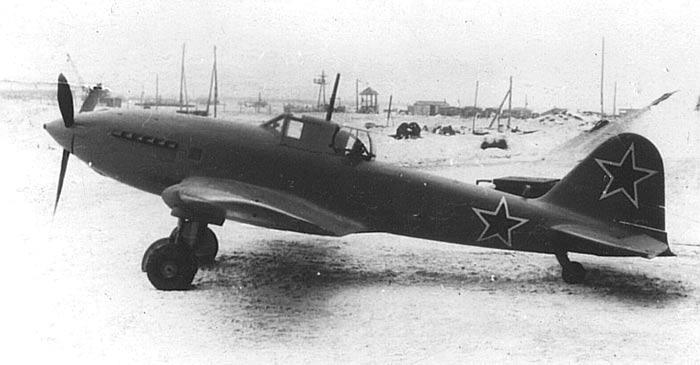 Штурмовик Ил-10. Хорошо заметный 'гладкий', по сравнению с Ил-2, силуэт