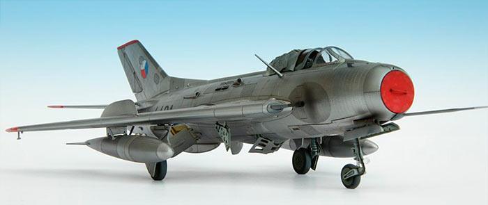 Модель МиГ-19, воздухозаборник прикрыт заглушкой