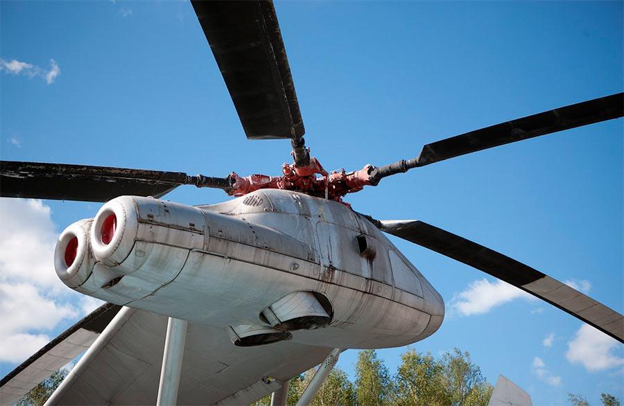 Страшно подумать - на каждом 'крыле' вертолета В-12 примостилась винтомоторная группа от здоровяка Ми-6!