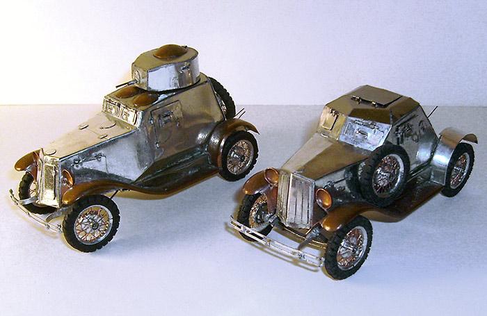 Слева бронеавтомобиль ФАИ, справа - Д-12