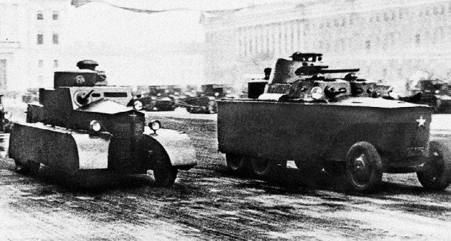 Бронедрезины БАД-1 (слева) и БАД-2