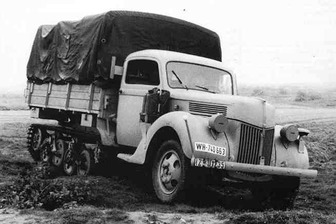 Полугусеничный грузовик 'Maultier' от фирмы Форд