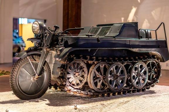 Полугусеничный мотоцикл Kettenkrad HK-101