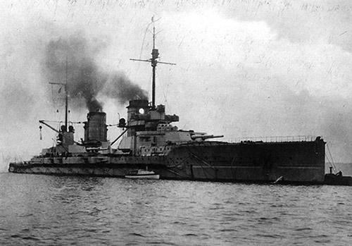 Немецкий <a href='https://arsenal-info.ru/b/book/3588756049/6' target='_self'>линейный крейсер</a> «Зейдлиц»