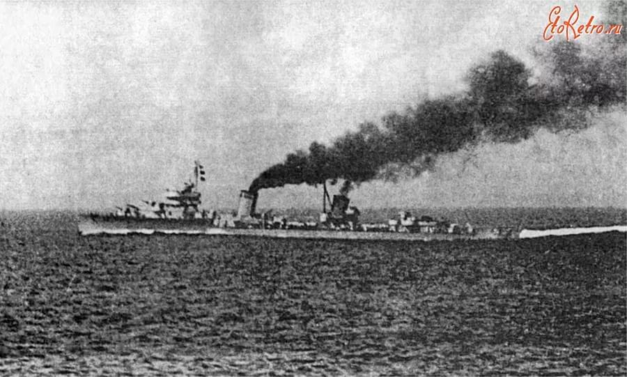 Лидер эсминцев «Москва» на полном ходу