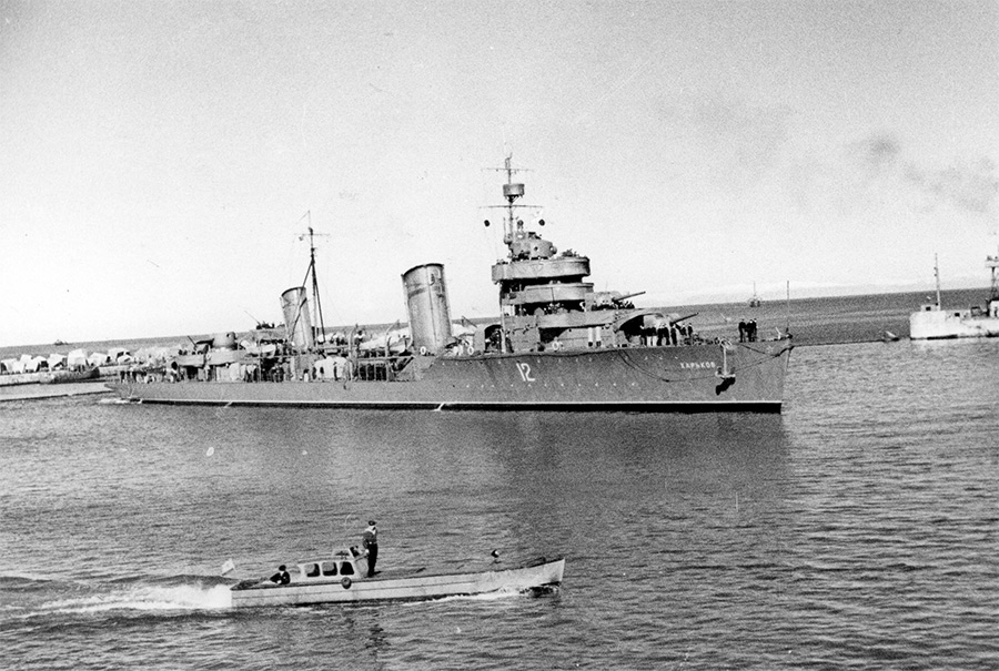 Лидер эсминцев «Харьков» в Поти, 1942-1943 годы
