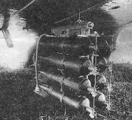 Блок авиабомб ЗАБ-10ТГ подвешенный под крылом бомбардировщика