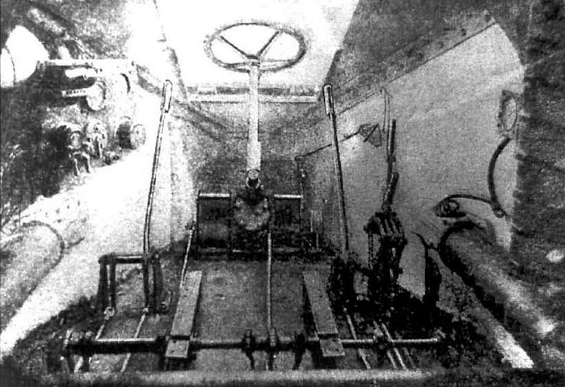 Место водителя БТ-2 (руль в сложенном положении)