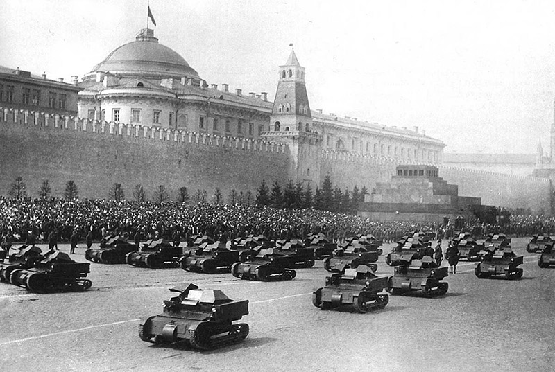 Танкетки-Т-27, парад на Красной площади
