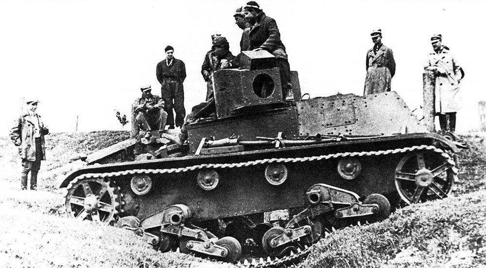 Испытания прототипа 7TP. На танке ещё не установлено вооружение.