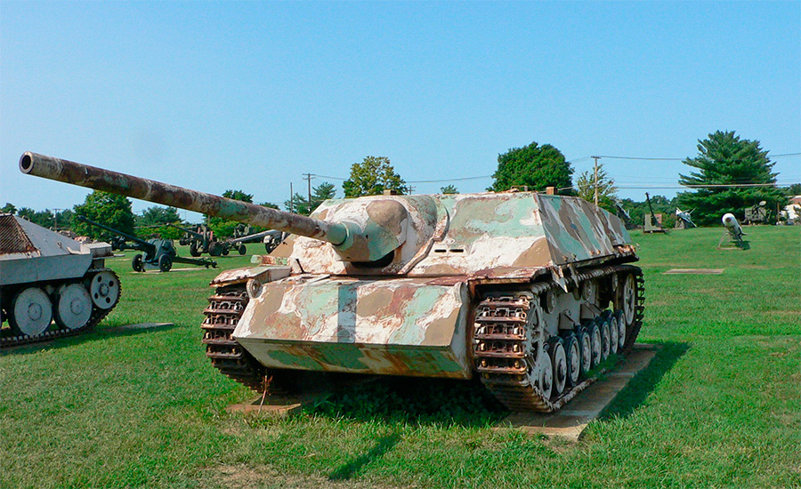 Истребитель танков Jagdpanzer IV, вид спереди