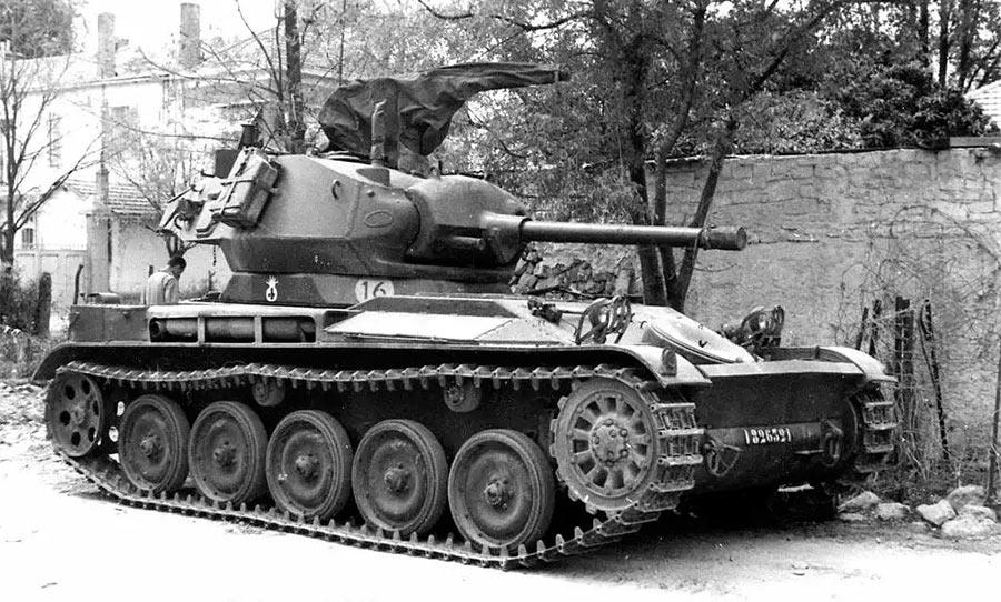 Явно виден французский след... башняM24 «Чаффи» на шасси французского AMX-13!