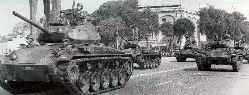 Южновьетнамские танки M24 «Чаффи» на параде в Сайгоне