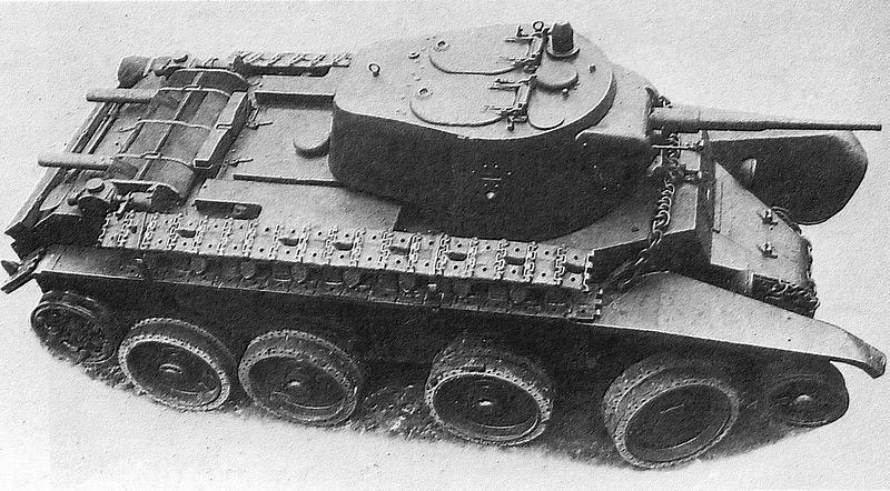 БТ-7М. Ещё колесно-гусеничный, но уже дизельный.