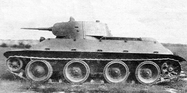 Экспериментальный танк А-20. Сбоку его конструкция все ещё напоминает БТ-7 (4 опорных катка на борт)