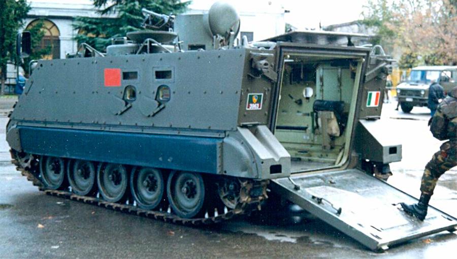 Задняя аппарель бронетранспортера M113 для посадки и высадки десанта