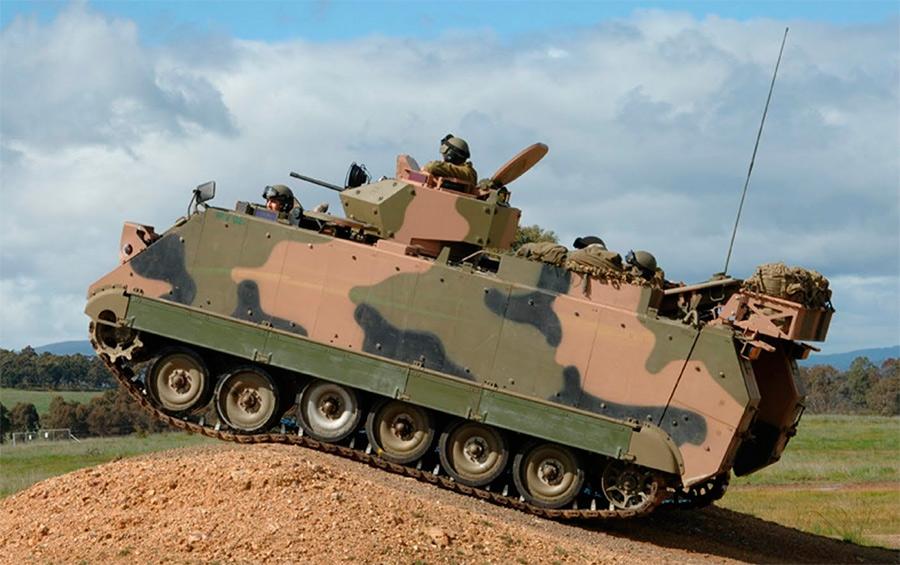 Филиппинский M113 с удлиненной на 1 каток ходовой частью и установленной пулеметной башней.