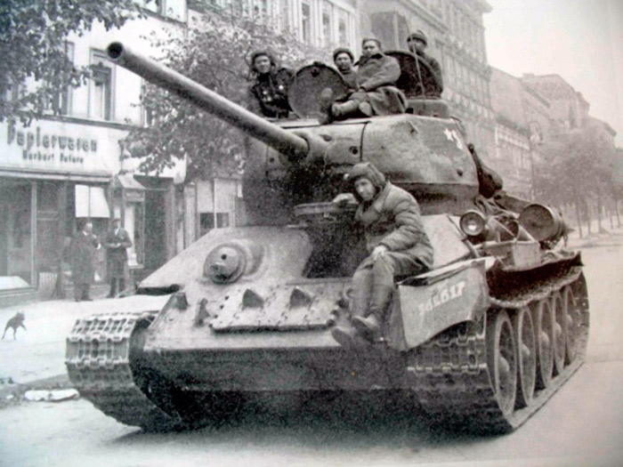 Т-34 на берлинской улице