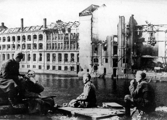 Первые часы после войны. Май 1945