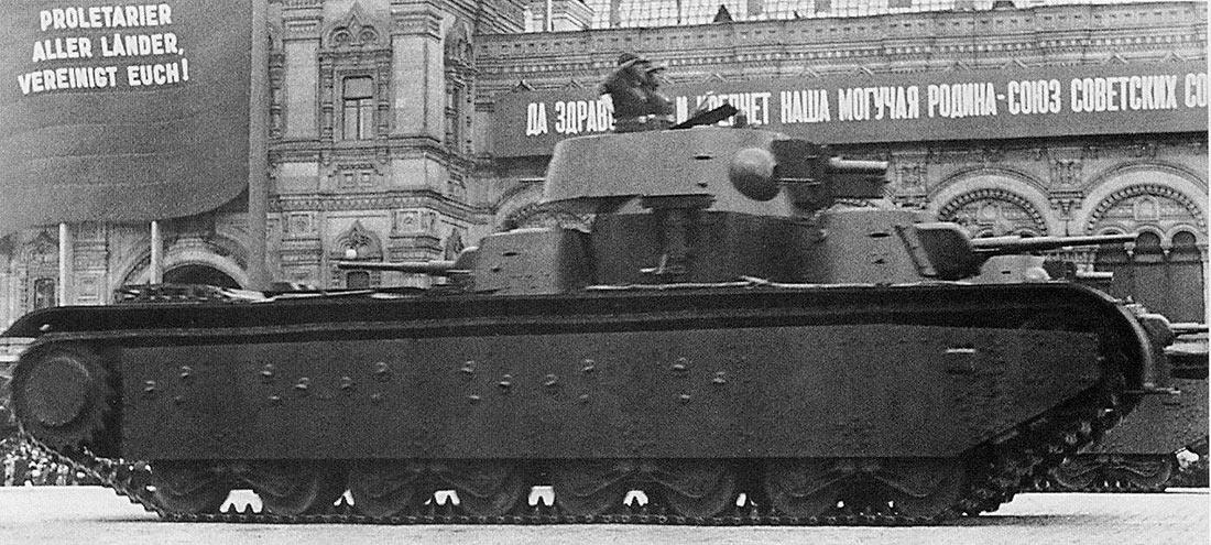 Тяжелый танк Т-35 с коническими башнями на параде. 7 ноября 1940 г.