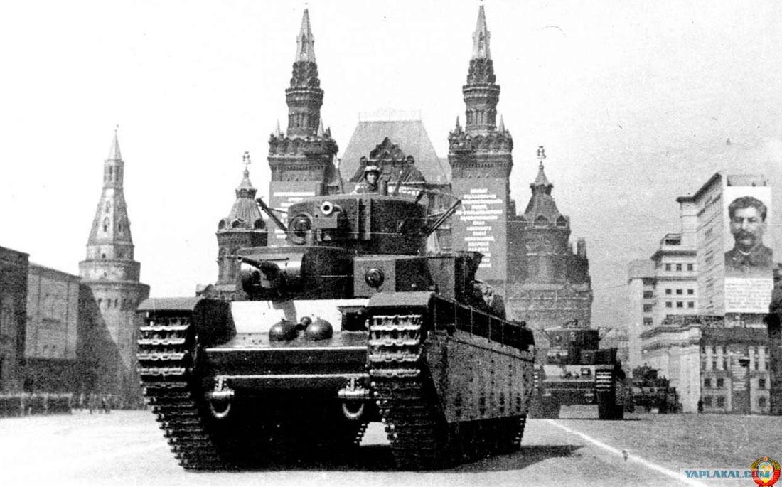 7 ноября 1933 года - один из первых парадов танка Т-35