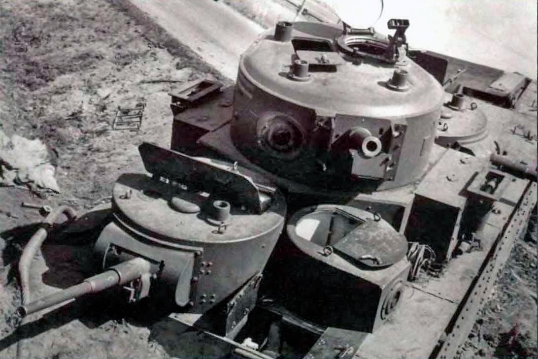 На снимке хорошо видны четыре из пяти башен танка Т-35