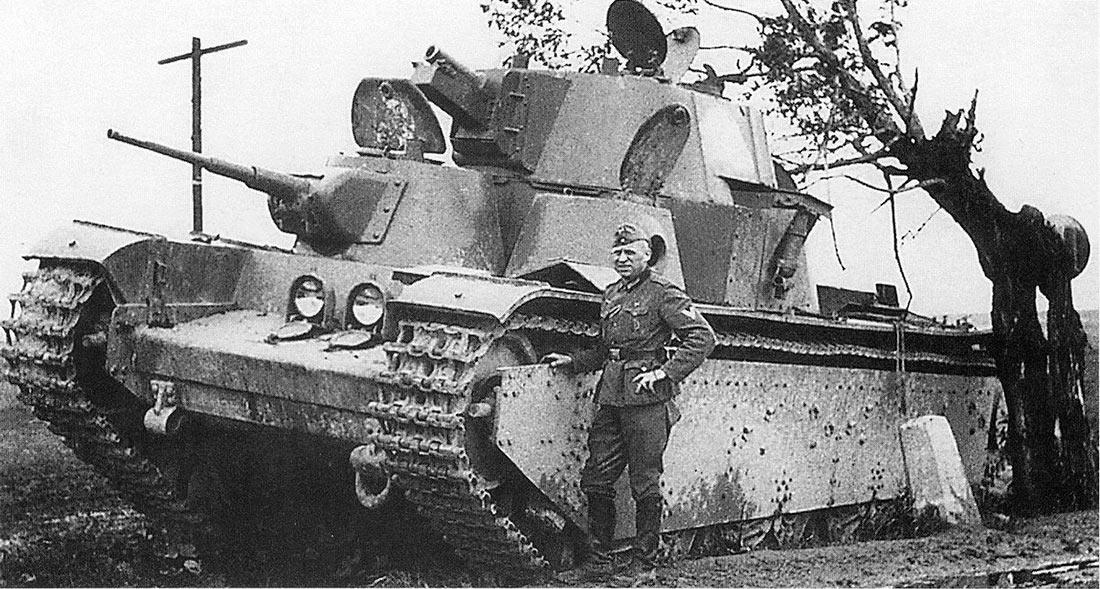 Т-35 выпуска 1939 г., июль 1941 г. Снова не боевая потеря - танк оставлен экипажем.
