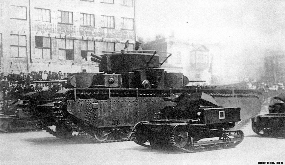 Танкетка Т-27 и танк Т-35.