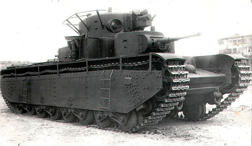Танк Т-35 из состава учебного полка ВАММ имени Сталина. 1940 г.