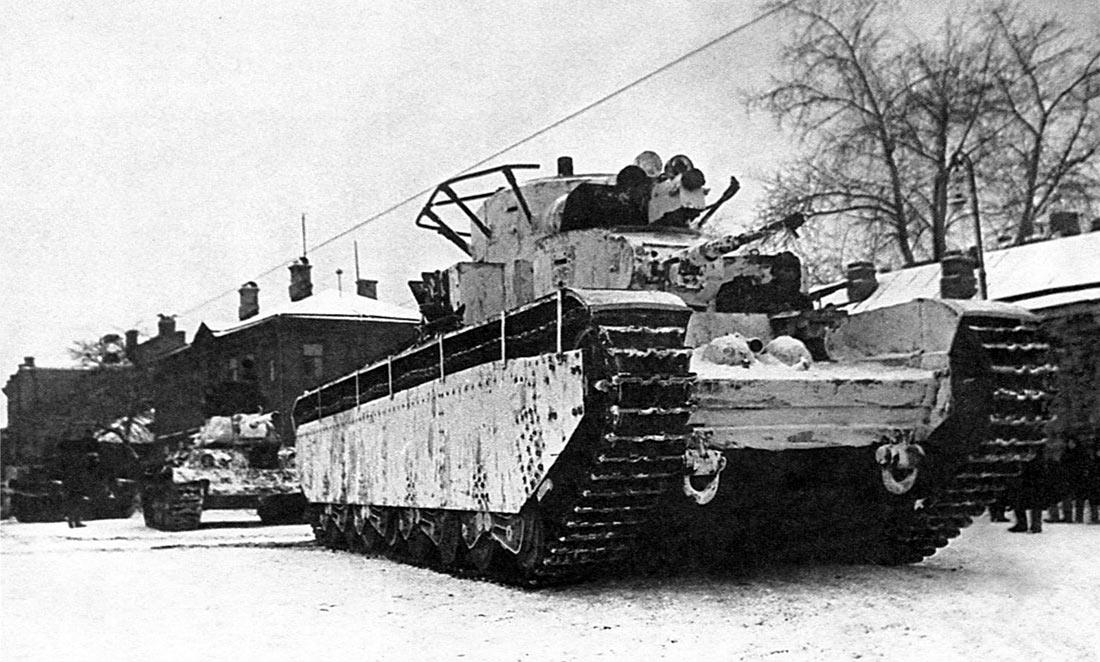 Любопытная фотография танка Т-35. На снимке один из двух танков доживших до конца 1941 г. и принимавший участие в легендарном параде 7 ноября 1941 г. на Красной Площади.