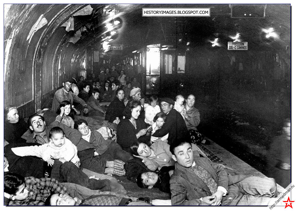 В мадридском метро, на время войны ставшем бомбоубежищем, нашли укрытие десятки семей