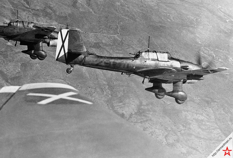 Бомбардировщики Ju-87 Легиона «Кондор» в небе над Испанией