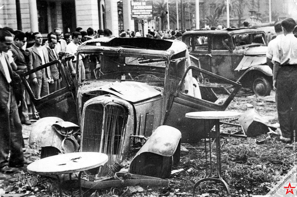 Последствия уличных столкновений с мятежниками в Барселоне, июль 1936 года.