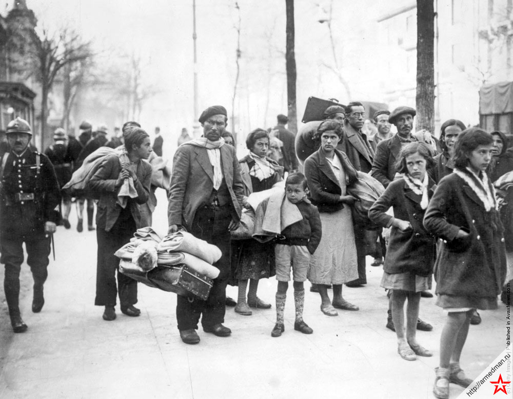 Толпа беженцев у испано-французской границы, 8 апреля 1938