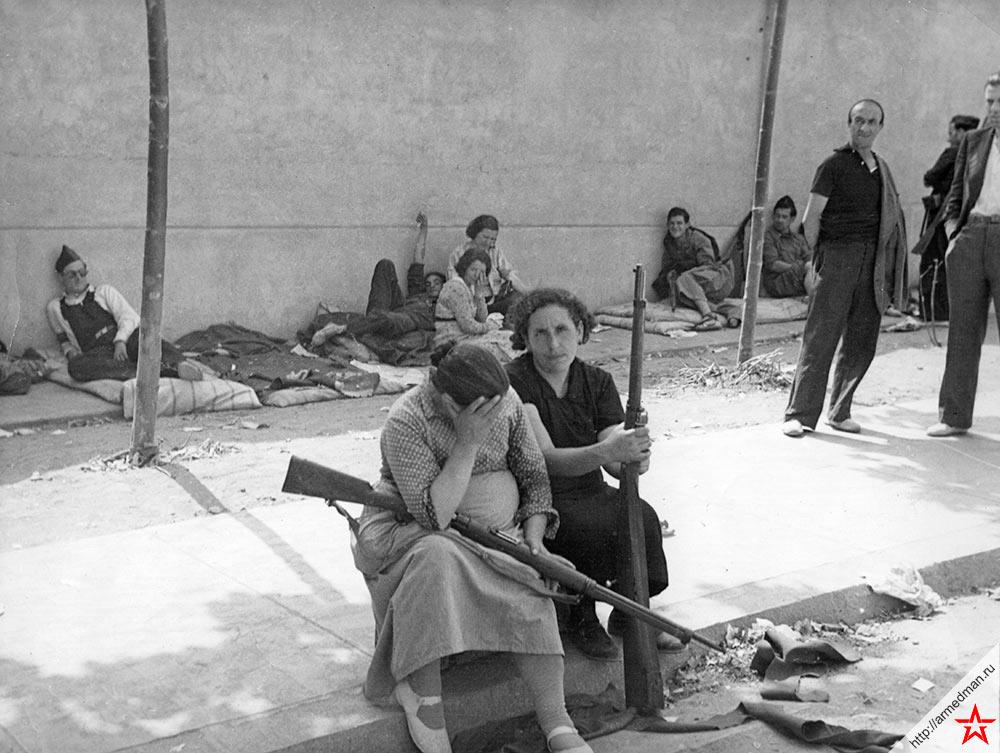 Свободу Второй республики с оружием в руках отстаивали даже женщины. 1936 г., Испания