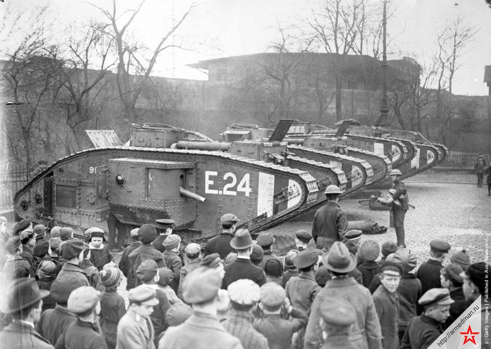 танки французов во время оккупации Дюссельдорфа в 1923 году