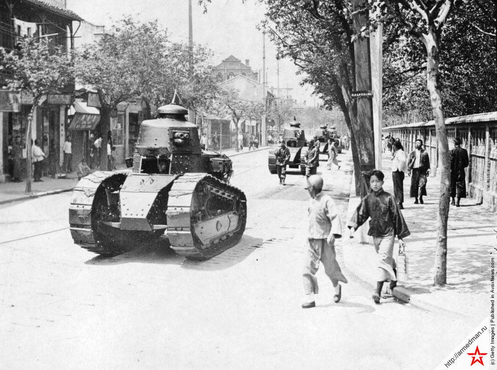 Танки FT-17 патрулируют район французской концессии в Китае, 1927 г