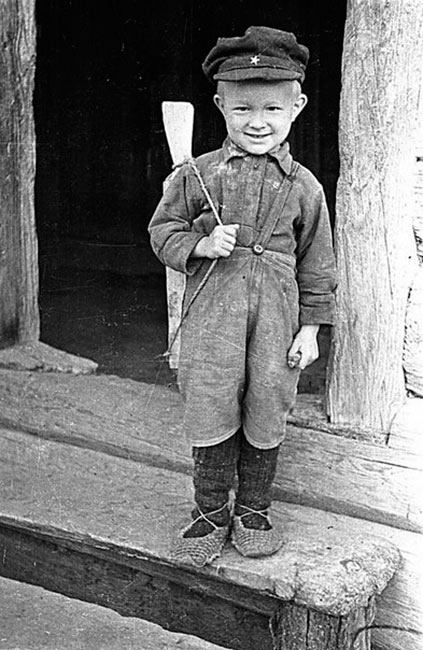 Снимок называется Сын партизана. Белоруссия, 1944 год.