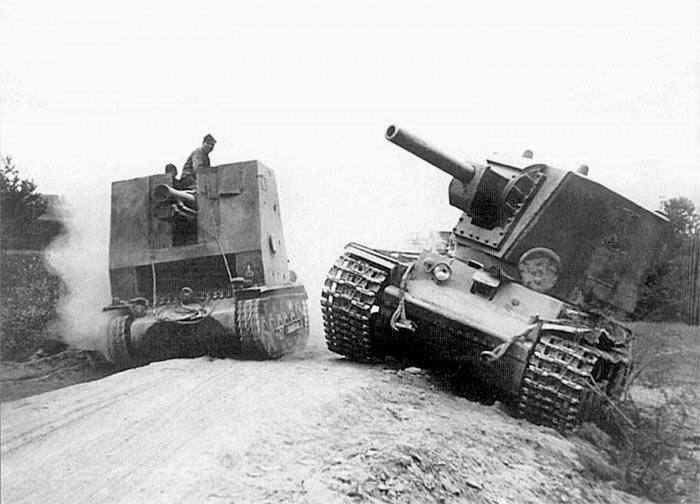 Брошенный танк КВ-2